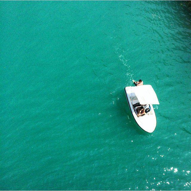 """""""Mi piace"""": 414, commenti: 13 - Emma (@emma_regr) su Instagram: """"Petite balade en bateau avec ce beau décors, quoi de mieux?  #Verdon #lescopinesauverdon…"""""""