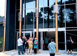 Visitors to the Waitangi Museum