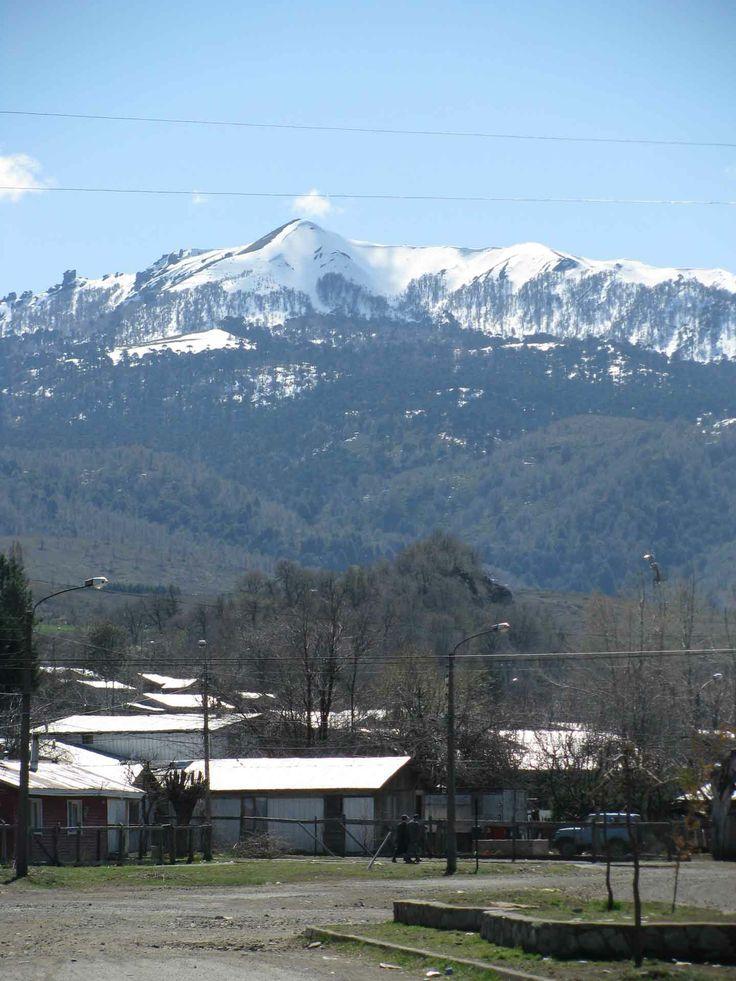 El pueblo de Lonquimay, en las montañas de la Araucanía. // The town of Lonquimay, in the mountains of the Araucanía Region. (IX Región)