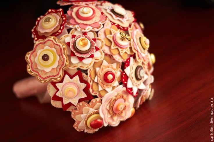 """Купить Букет """"Брусника в карамели"""" - букет из пуговиц, букет из фетра, свадебный букет, букет невесты"""