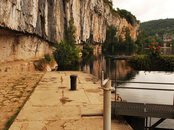 Le chemin de halage, taillé dans la pierre...entre Bouziès et Saint-Cirq-Lapopie.