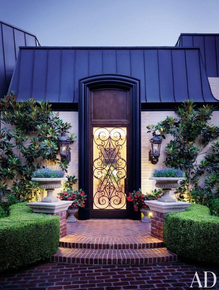 Front-Door Decor That Stands Out Photos | Architectural Digest