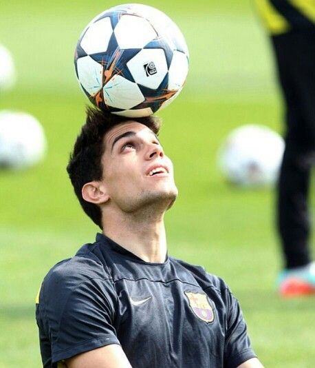 Marc Bartra  Can we take a minute to appreciate this beautiful jaw.