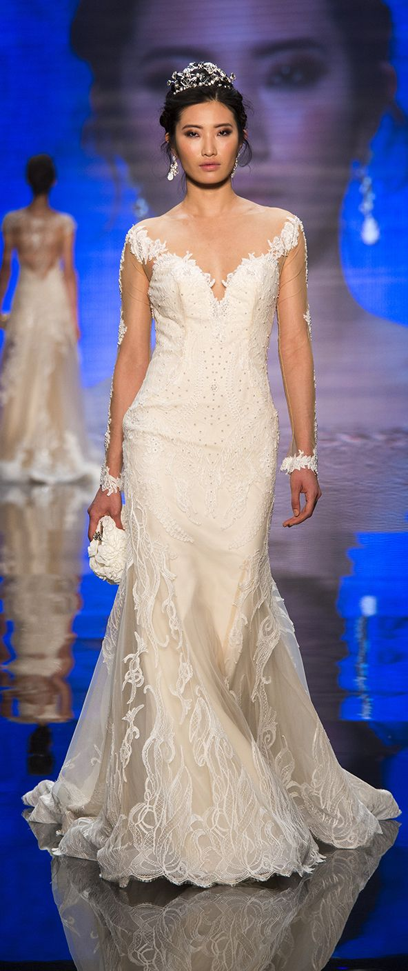 Alessandra Rinaudo Bridal Couture 2017 Collection. Wedding dress made of beading lace and tulle. www.alessandrarinaudo.it