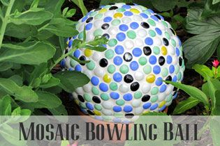 House of Hawthornes: Bowling Ball Yard Art * use finger hole for stake in ground