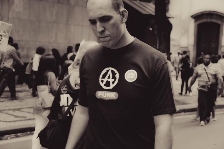 Denomina-se subcultura punk os estilos dentro da produção cultural que possuem certas características comuns àquelas ditas punk, como por exemplo o princípio de autonomia do faça-você-mesmo, o interesse pela aparência agressiva, a simplicidade, o sarcasmo niilista e a subversão da cultura. Entre os elementos culturais punk estão: o estilo musical, a moda, o design, as artes plásticas, o cinema, a poesia, e também o comportamento, expressões linguísticas, símbolos e outros códigos de…