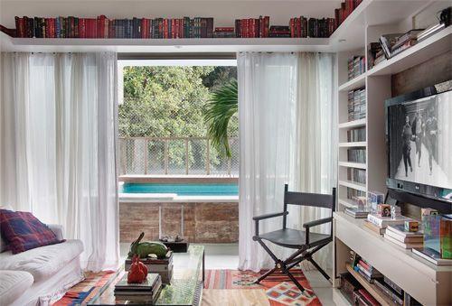 Apartamento carioca tem tijolos aparentes e conforto de sobra - Casa