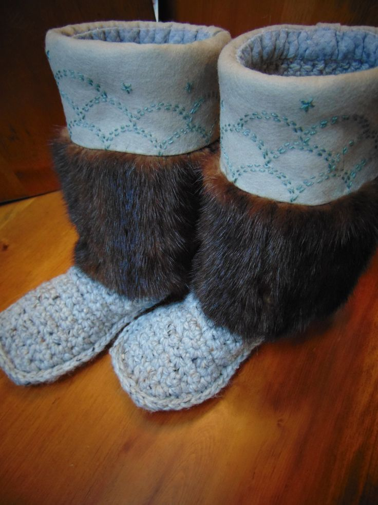 Mukluk Slippers (grey marble in circles) Size 7 by blinkymuffin on Etsy