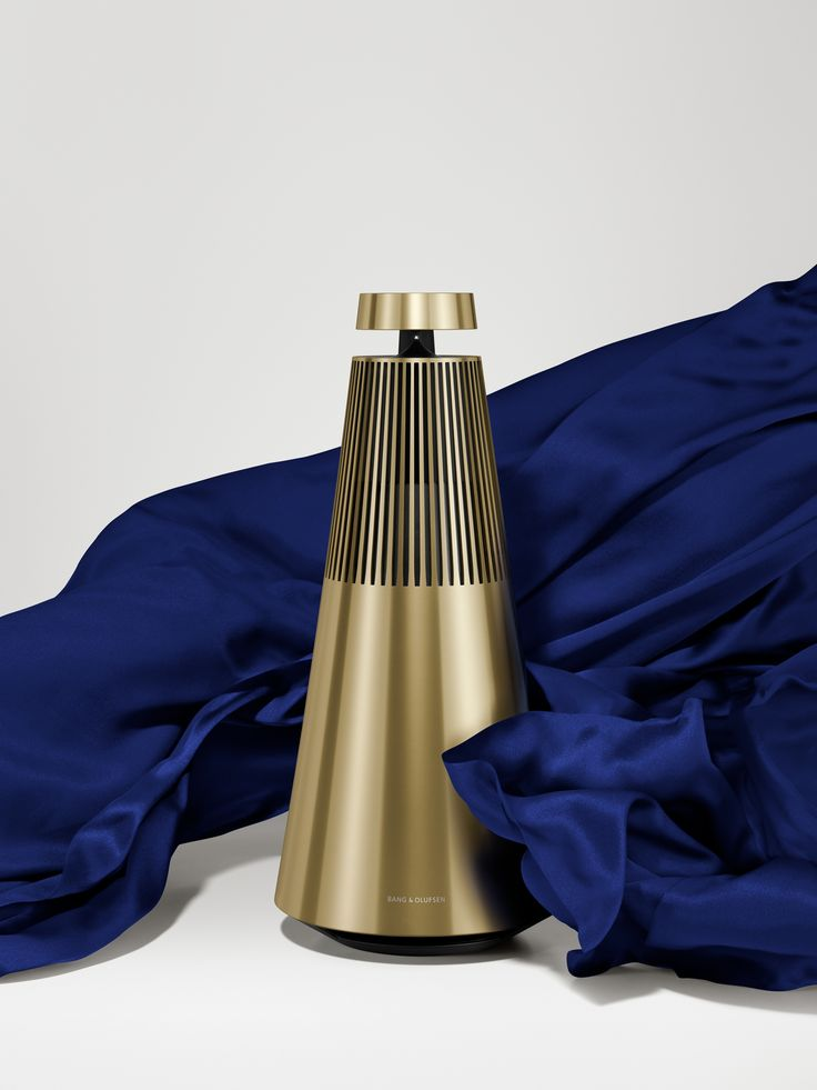 BeoSound 2 in Brass is a wireless speaker system inspired by brass instruments' sole purpose of spreading beautiful tunes.