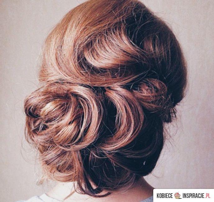 http://kobieceinspiracje.pl/25926,elegancko-spiete-wlosy.html