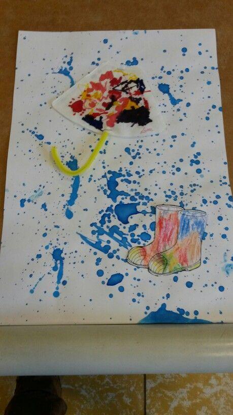 Regen spatten, paraplu van koffiefilter en laarzen met wasco kleuren