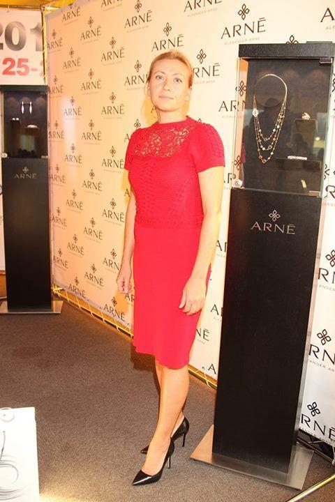 Татьяна Прокофьева, как и остальные участницы турнира, с удовольствием познакомилась с коллекциями драгоценностей Alexander ARNE.