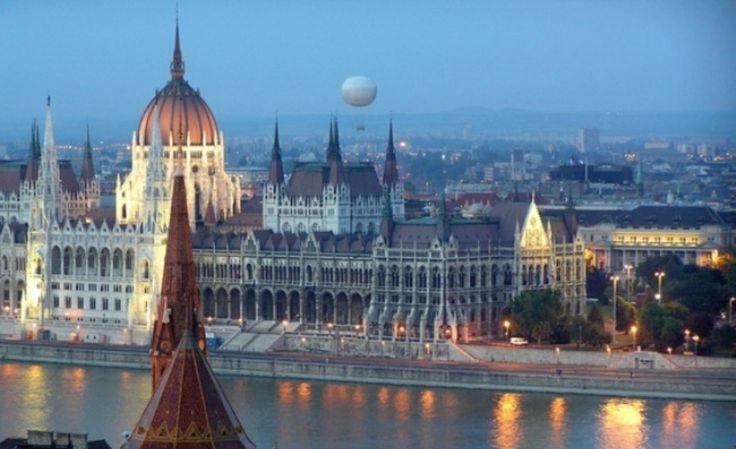 Χριστούγεννα στη Βουδαπέστη Ζήστε τη μαγεία του Δούναβη στις Γιορτές.