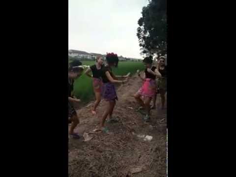 Japonesas bailando
