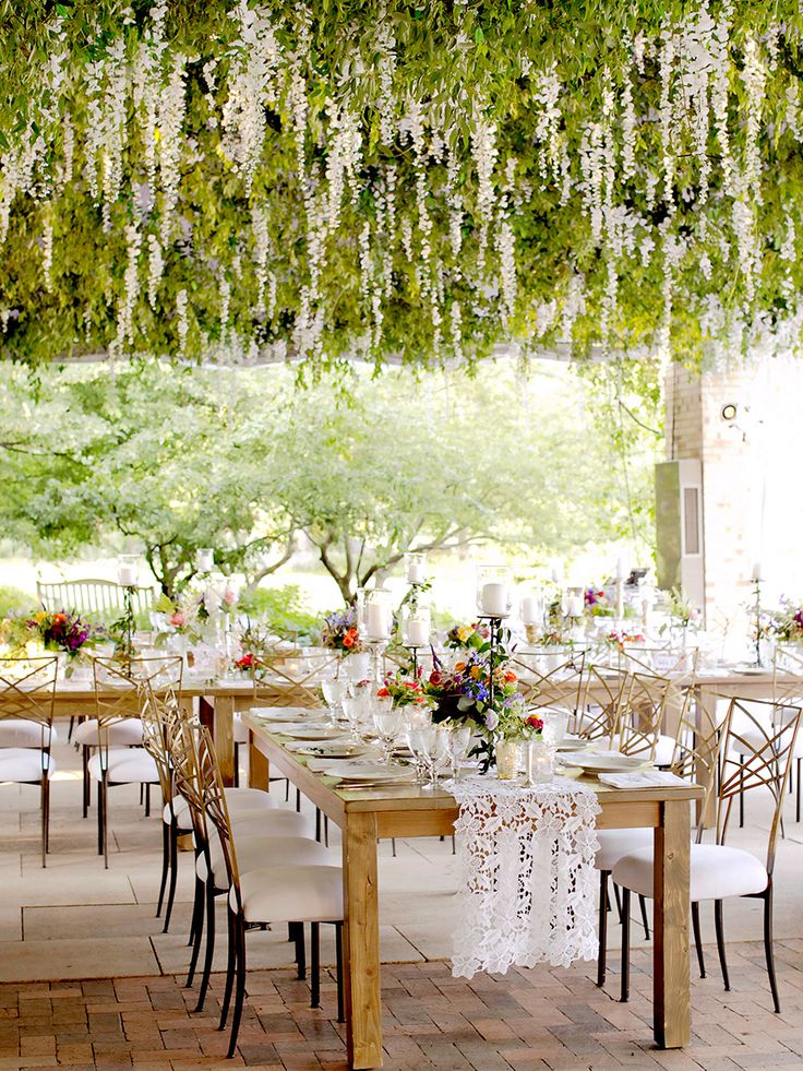 17 Gorgeous Hanging Floral Arrangements for Your Wedding