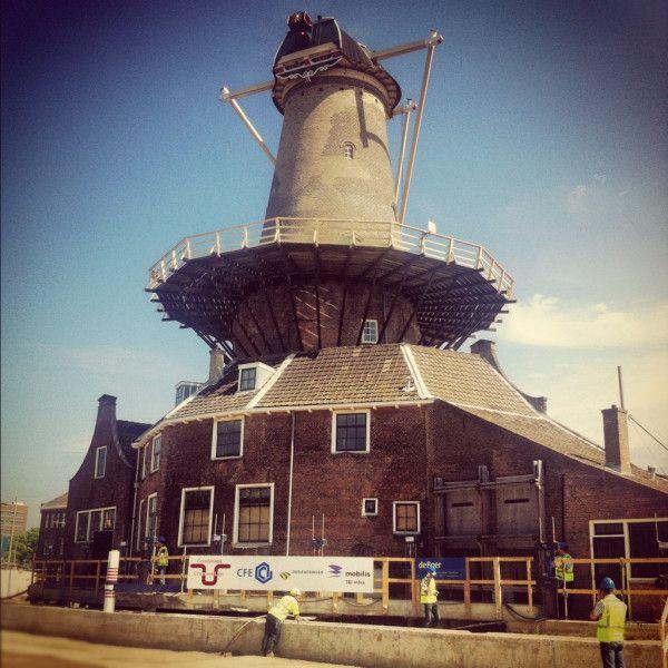 Actuele foto #molenstijgtop #Delft; merk de vijzels op die boven bord uitsteken & verspringing rechts in betonnen plaat