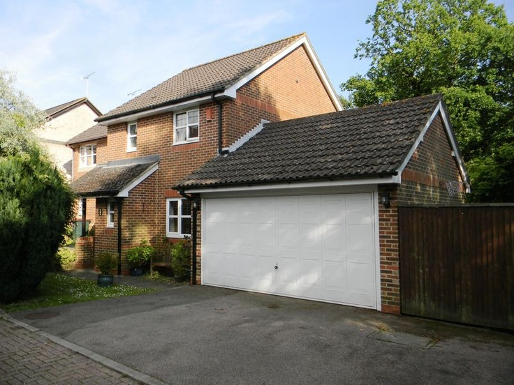 Monthly Rental Of £1,250  3 Bedroom End Terrace House - Olivier Road, Maidenbower, West Sussex, RH10 7ZG Estate Agents