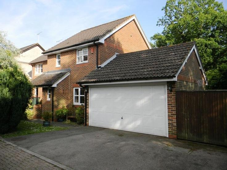Monthly Rental Of £1,250  3 Bedroom End Terrace House - Olivier Road, Maidenbower, West Sussex, RH10 7ZG Estate Agents