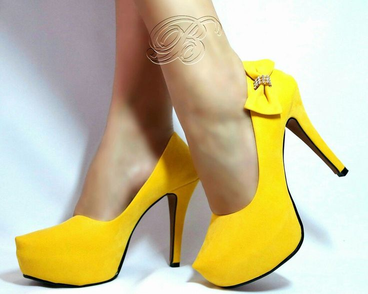 Sapato Scarpin Amarelo 11,5 cm de salto e 3cm na meia pata. No tamanho 35 e 38. Valor Promocional 125,00.  Enviamos para todo Brasil! Whats 064 9981 6995.