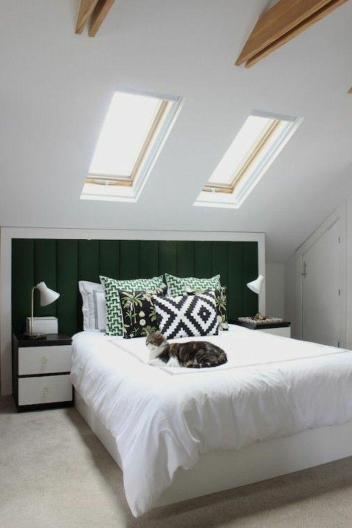 Les 25 meilleures id es de la cat gorie plafond en pente for Amenagement chambre mansardee