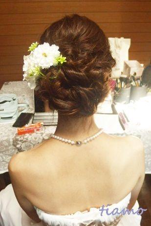 ルーズシニヨンで教会挙式の大人可愛い花嫁さま♡ |大人可愛いブライダルヘアメイク『tiamo』の結婚カタログ