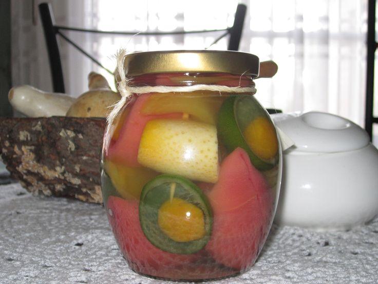 Conserva mixta de frutas tropicales