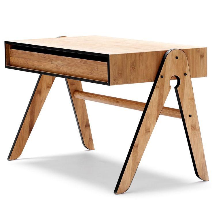 De We Do Wood Geo's Tafel vormt een mooi werkstation voor kinderen. De tafel is voorzien van een grote, uitschuifbare lade voor het bewaren van bijvoorbeeld papier en pennen. Als junior de tafel is ontgroeid kan de tafel ook dienen als bijzettafel!