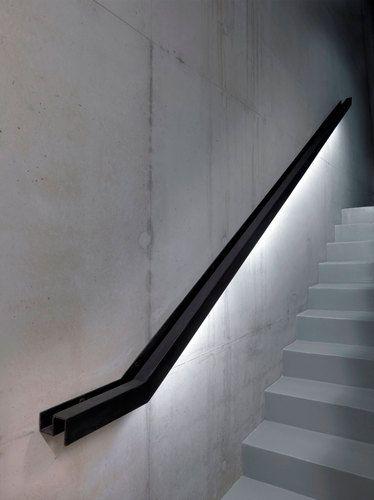 Illuminazione scale stile industriale
