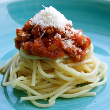 Apron and Sneakers - Cooking & Traveling in Italy: Spaghetti con Ragu' alla Bolognese