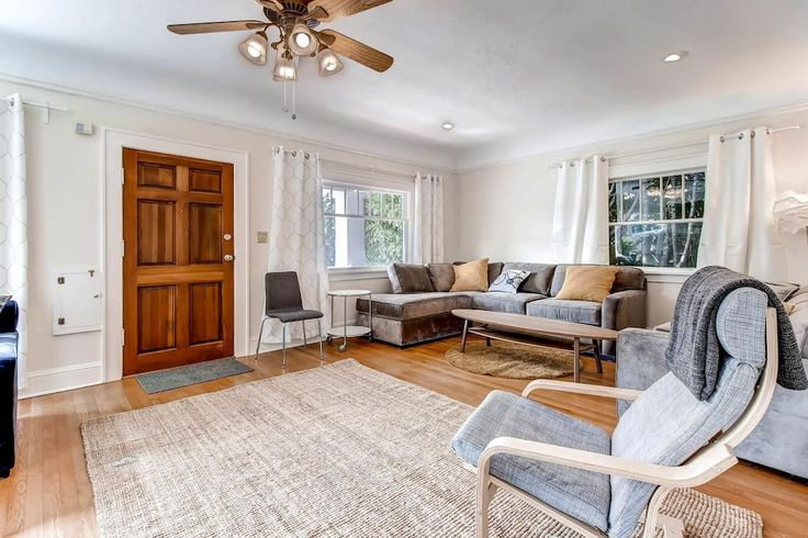 """House in Portland, United States. Welcome to """"Portlandia""""    Thank you for your interest:  - BRAND NEW BEAUTIFUL OPEN CONCEPT 1920's typical Portland Craftsman REMODEL - All NEW paint, hardwood floors, Quartz countertops beds, couches, appliances, linens, accessories, lighting  In..."""