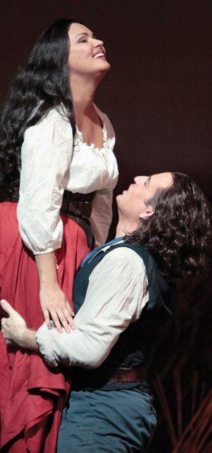 "Anna Netrebko as Adina and Matthew Polenzani as Nemorino in Donizetti's ""L'Elisir d'Amore Met 2012"