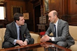 El alcalde de Toledo, Emiliano García-Page, ha recibido  hoy a alcalde de Ágreda (Soria), Jesús Manuel Alonso, para acercar posiciones en torno a la firma de un convenio en materia turística y cultural.