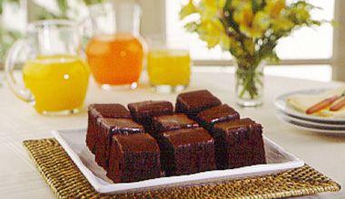Bolo Peteleco (Nestlé) - Substituir o açúcar comum pelo mascavo e o chocolate em pó pela metade da medida de cacau.