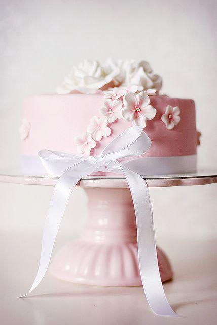 Pink birthday cake | Flickr: Intercambio de fotos