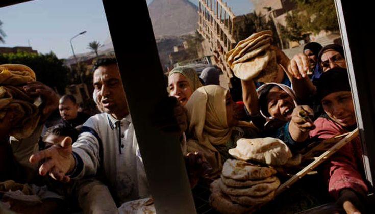 Egipto, de la 'primavera árabe' al 'invierno económico' Inflación, desempleo, desabastecimiento e incluso hambre son los cuatro jinetes del apocalipsis de la economía egipcia.  http://elmed.io/egipto-de-la-primavera-arabe-al-invierno-economico/
