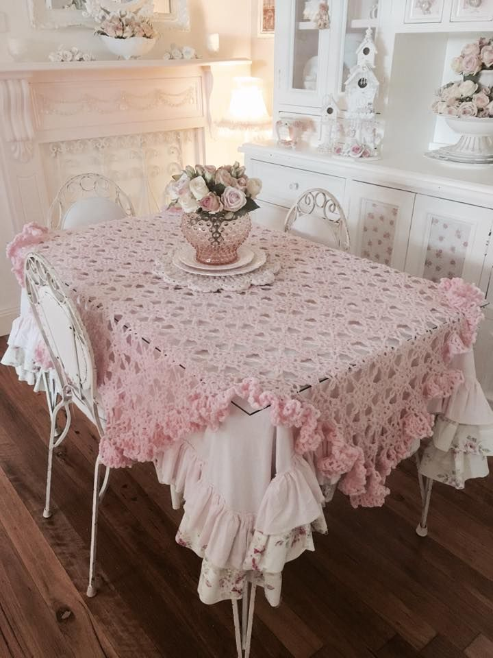 193 best images about table covers on pinterest runners slipcovers and ruffled tablecloth. Black Bedroom Furniture Sets. Home Design Ideas