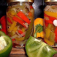 Zoetzure paprika-mix. Daar dit recept te lang is maakte ik er een artikel van. Recept voor 3 – 4 potten. Info: Er worden 3 kleuren paprika gebruikt omdat dat er mooi uitziet. 1 kleur paprika's gebruiken maakt voor de smaak geen verschil. Tip: Gele en rode paprika's veranderen nauwelijks van kleur, de groene worden wat …