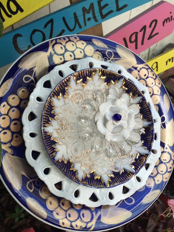 This flower is awesome!! Cobolt blue, white and shiny gold. Mimi's Plate Flowers