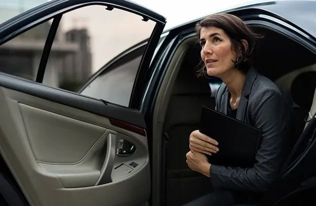 5 Reason For A Town Car Service La Is Much Better Than Your Own Car In 2020 Business Women Town Car Service Car