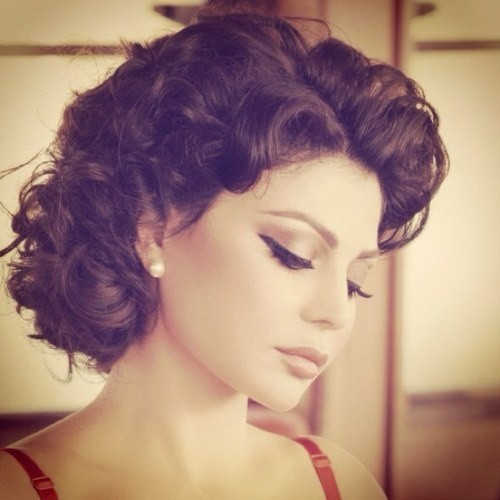 Haifa Wehbe...love champagne/copper eyeshadow