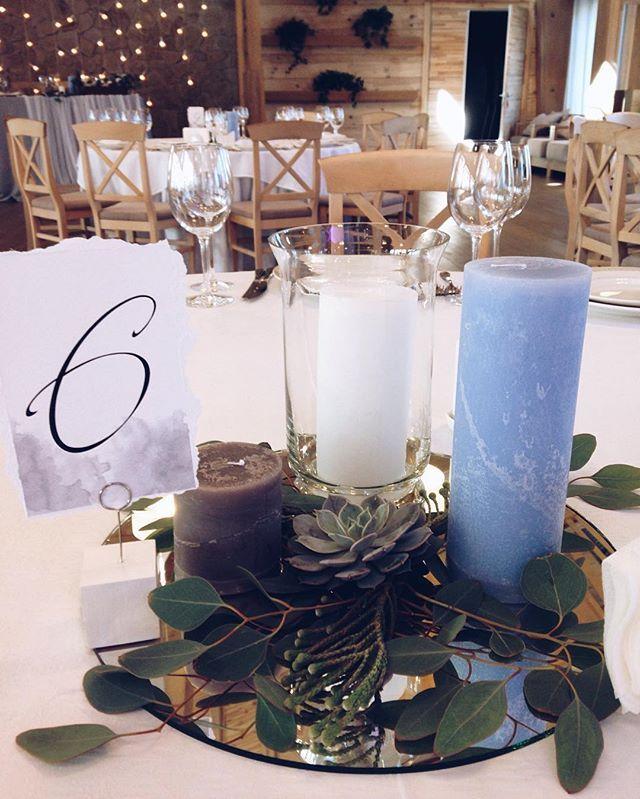 Не всегда гостевые столы должны быть завалены цветами💐 и массивными композициями. Свечи и немного зелени-очень стильный вариант, ага!😉☺️ #succulent #grey #greywedding #greywedding #details #weddingdetails #wedding_art_decor #wedart #wed_art #weddingart #decor #weddingdecor #kiev #kievweddingdecor #свадьбавкиеве #декоркиев #флористикакиев #свадьба #флористкиев #мысчастливы #мыженимлюдей #follow #followme