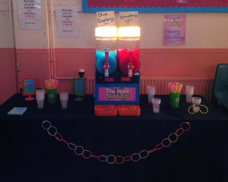 First #birthday #party of the year was for a fantastic girl who celebrated turning 11 with an awesome #glow-in-the-dark party and invited us along to dish out Blue Raspberry and Strawberry #slush drinks to all her pals! How nice of her, eh? #TWSC #BigL