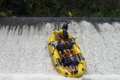 Rafting merupakan salah satu aktifitas yang sangat menantang khususnya bagi anda yang ingin menikmati suasana yang alami dan tentunya di kombinasikan dengan menguji adrenalin anda #activities #rafting #fun #bali #tripsbali