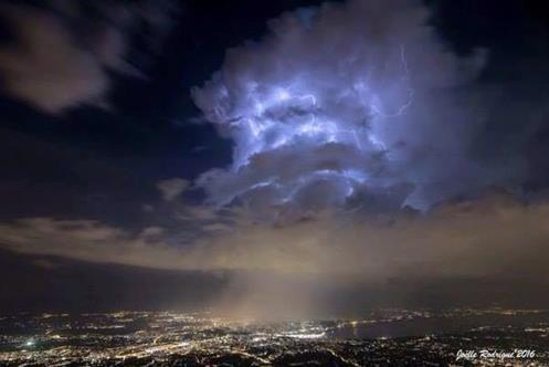 """Nuvens Misteriosas sobre o Grande Colisor de Hádrons """"CERN"""" portal se Abrindo?"""