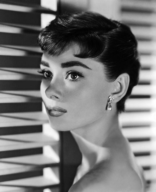 Audrey Hepburn dans Sabrina (1954)                                                                                                                                                                                 Plus