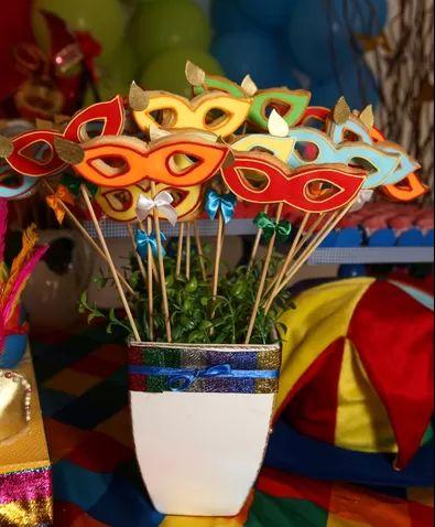 Biscoitos em formato de máscaras para enfeitar a mesa. #biscoitos #cookies #márcaras #carnaval #festa