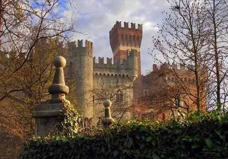Il Castello di Castellar al tramonto #church #castle #museum #piemonte #italy #provinciadicuneo