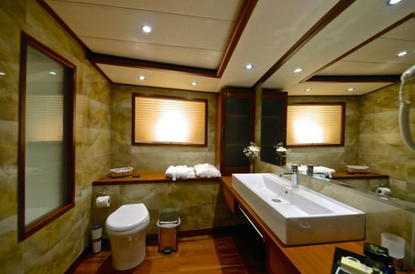 Alessandro Sailboat in Greece - Bathroom
