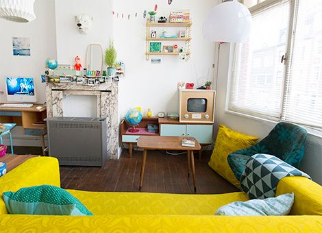 Binnenkijken in een kleurrijk vintage appartement in gent idee n voor het - Deco lounge huis schilderen ...