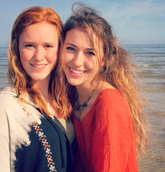 Lauren Daigle Husband >> Lauren Daigle and her sister. #laurendaigle | Lauren